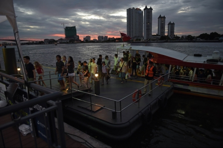 "This picture taken on August 23, 2015 shows tourists disembarking from a ferry along the Chao Phraya river in Bangkok.  Authorities on August 23 urged patience in their hunt for the Bangkok shrine bomber, as the police chief admitted Thailand lacks some of the ""modern equipment"" to find the prime suspect captured on security cameras.  AFP PHOTO / Christophe ARCHAMBAULT"