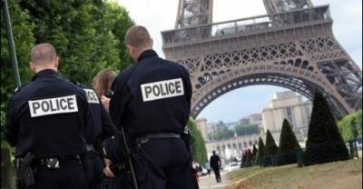 493418_des-policiers-le-7-juillet-2009-au-champ-de-mars-a-paris