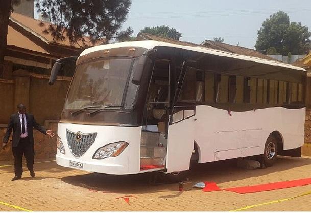 Bus-solaire-le-premier-en-Afrique